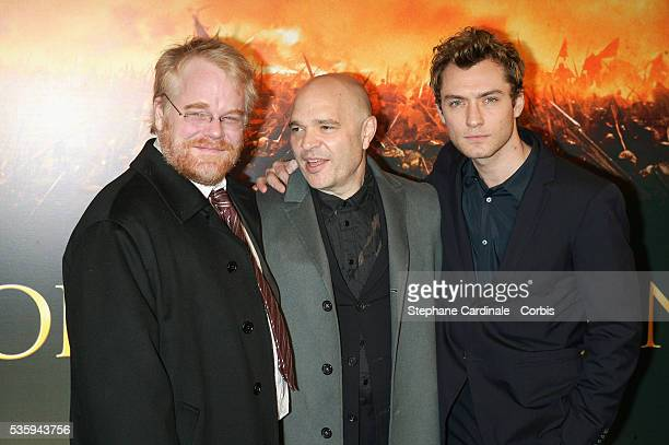 Director Anthony Minghella with costars Philip Seymour Hoffman and Jude Law attend the premiere of 'Cold Mountain' in Paris