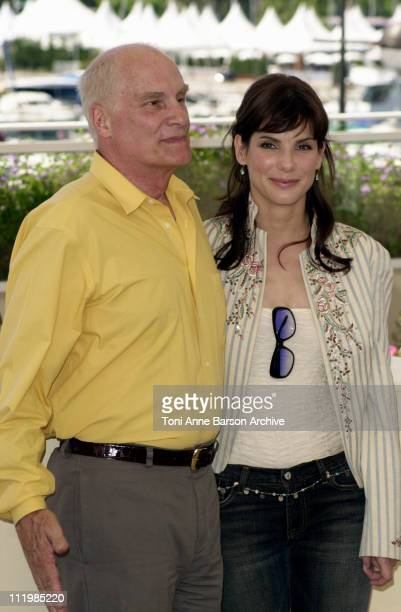 Director Barbet Schroeder Sandra Bullock during Cannes 2002 'Murder by Numbers' Photo Call at Palais des Festivals in Cannes France