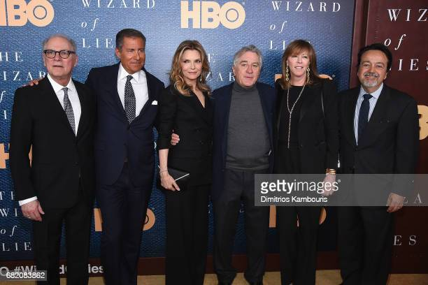 Director Barry Levinson Richard Plepler Michelle Pfeiffer Robert De Niro Jane Rosenthal and Len Amato attend the 'The Wizard Of Lies' New York...
