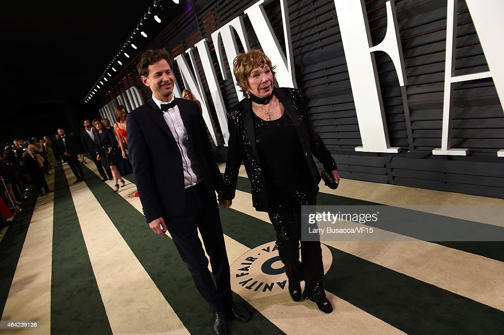 Director Bennett Miller (L) and actress Shirley MacLaine attend the 2015 Vanity Fair Oscar Party hosted by Graydon Carter at the Wallis Annenberg Center for the Performing Arts on February 22, 2015 in Beverly Hills, California.