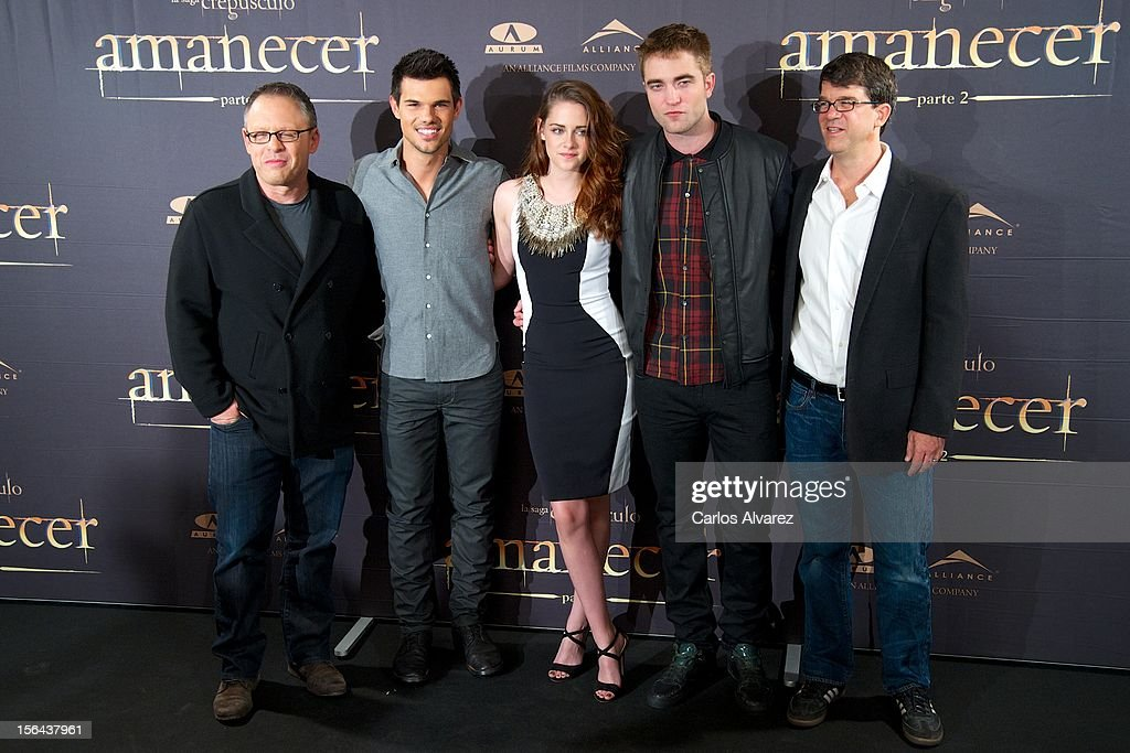 Director Bill Condon, actors Taylor Lautner, Kristen Stewart, Robert Pattinson and producer Wyck Godfrey attend the 'The Twilight Saga: Breaking Dawn - Part 2' (La Saga Crepusculo: Amanecer Parte 2) photocall at the Villamagna Hotel on November 15, 2012 in Madrid, Spain.