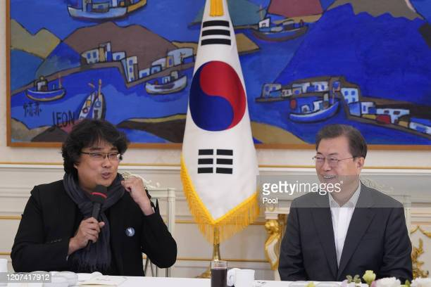 Director Bong Joonho meets with South Korean President Moon Jaein at the Presidential Blue House on February 20 2020 in Seoul South Korea Director...