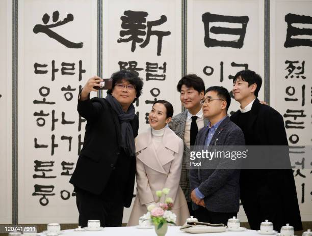 Director Bong Joonho takes a selfie with cast members Song Kangho Cho Yeojeong and Lee Sunkyun at the Presidential Blue House on February 20 2020 in...