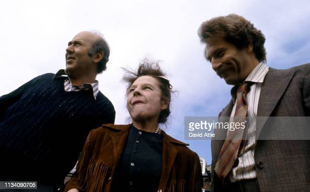 Director Carl Reiner actress Ruth Gordon and actor George Segal on the set of the movie 'Where's Poppa' in May 1970 in Long Island New York
