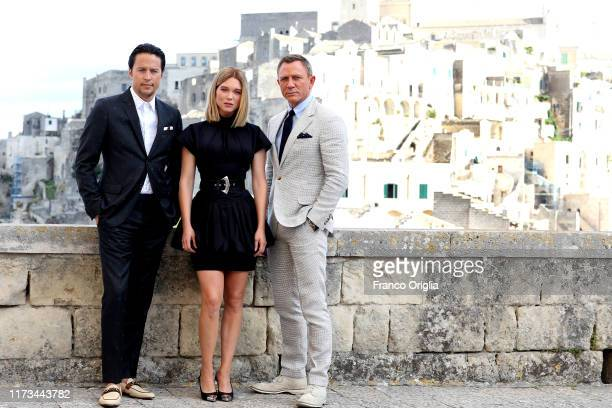 """Director Cary Joji Fukunaga actress Léa Seydoux and actor Daniel Craig pose as they arrive on set of the James Bond last movie """"No Time To Die"""" on..."""