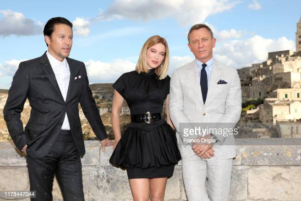 """Director Cary Joji Fukunaga actress Léa Seydoux and actor Daniel Craig arrive on set of the James Bond last movie """"No Time To Die"""" on September 09,..."""