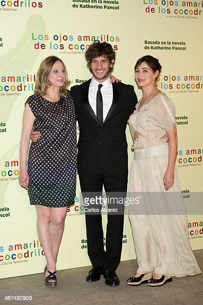 Director Cecile Telerman Spanish actor Quim Gutierrez and French actress Emmanuelle Beart attend the Los Ojos Amarillos de los cocdrilos premiere at...
