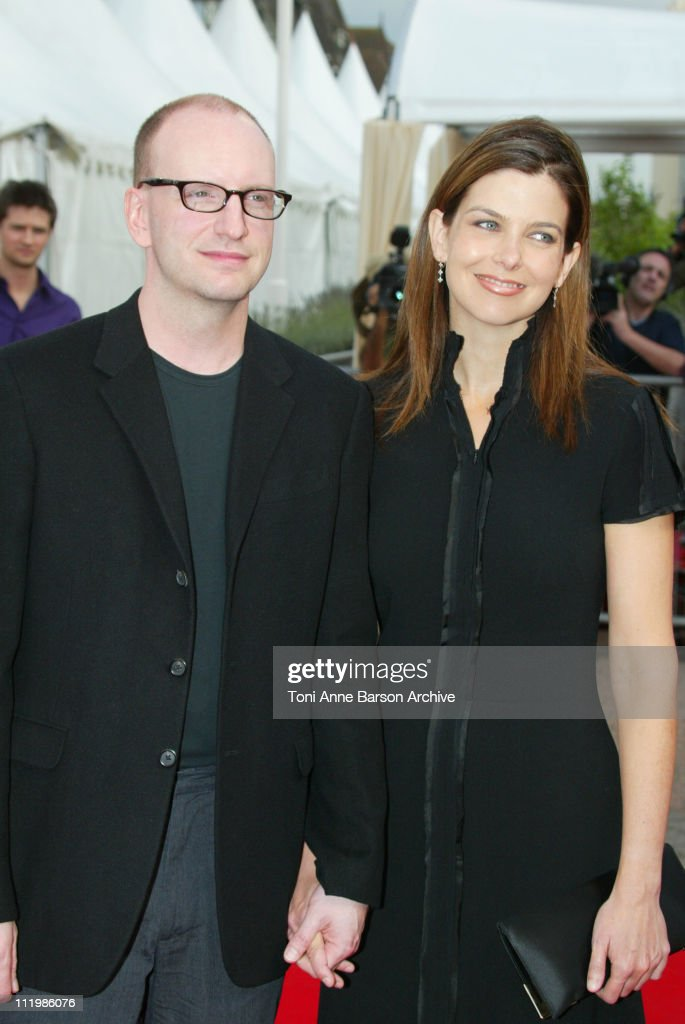 """Deauville 2002 - """"Full Frontal"""" Premiere : News Photo"""