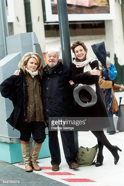 Director Claude Berri on the set of his film 'Ensemble c'est tout' with partner and movie producer Nathalie Rheims and writer Anna Gavalda author of...