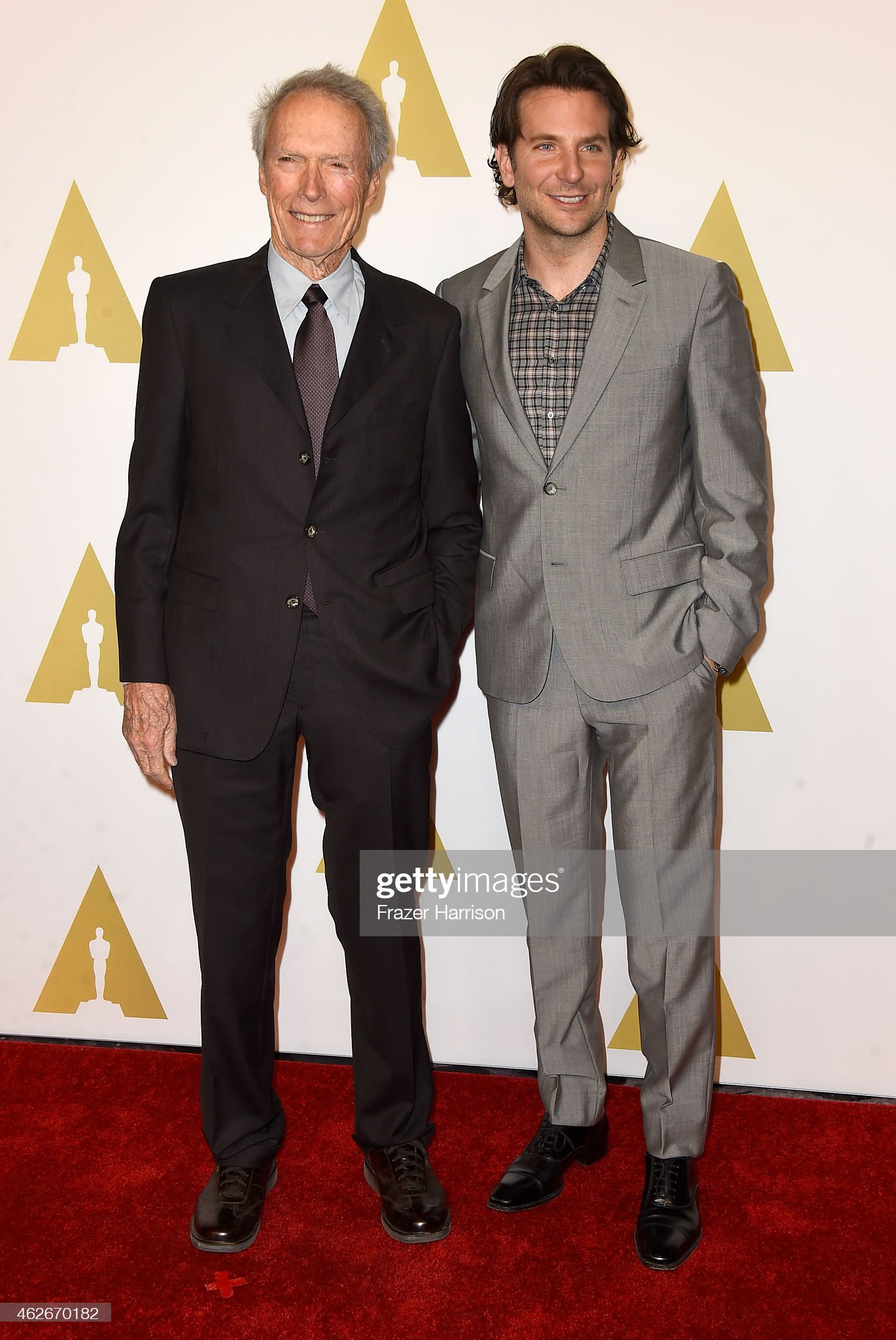 ¿Cuánto mide Clint Eastwood? - Altura - Real height - Página 2 Director-clint-eastwood-and-actor-bradley-cooper-attend-the-87th-picture-id462670182?s=2048x2048