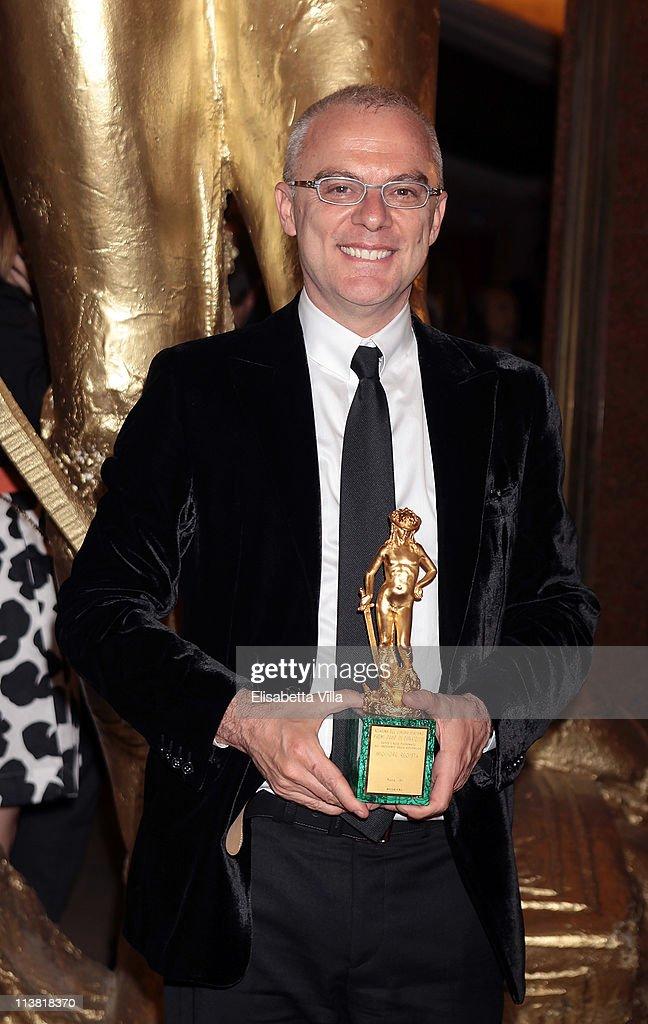 Director Daniele Luchetti shows his award for the Best Director at the end of 2011 Premi David di Donatello Italian Academy Awards at Auditorium della Conciliazione on May 6, 2011 in Rome, Italy.
