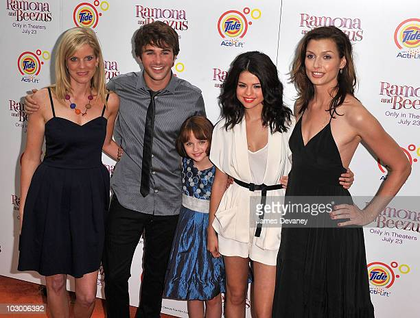 Director Elizabeth Allen Hutch Dano Joey King Selena Gomez and Bridget Moynahan attends the premiere of 'Ramona and Beezus' in Madison Square Park on...