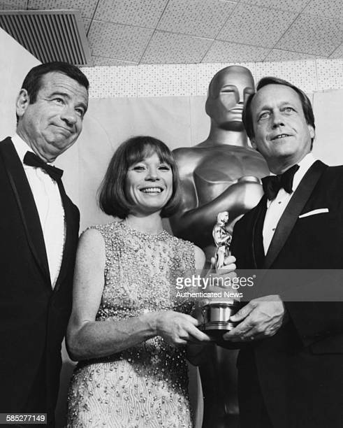 Director George Roy Hill holding hid Best Director Oscar for the film 'The Sting' with presenters Walter Matthau and Shirley MacLaine at the 46th...