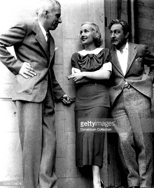 Director Howard Hawks with actors Carole Lombard and John Barrymore during the filiming of the movie Twentieth Century in 1934