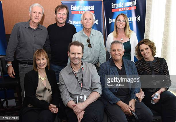 Director James Cameron and actors Bill Paxton Lance Henriksen Carrie Henn Gale Anne Hurd Michael Biehn Paul Reiser and Sigourney Weaver attend...
