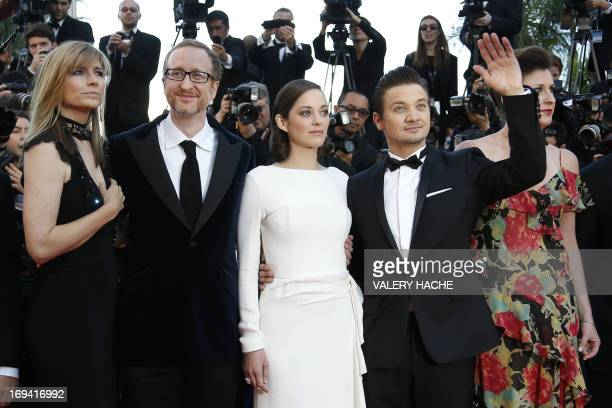 US director James Gray and his wife Alexandra Dickson arrive on May 24 2013 with French actress Marion Cotillard and US actor Jeremy Renner for the...