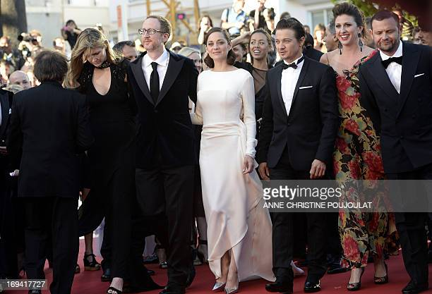 US director James Gray and his wife Alexandra Dickson French actress Marion Cotillard and US actor Jeremy Renner arrive on May 24 2013 for the...
