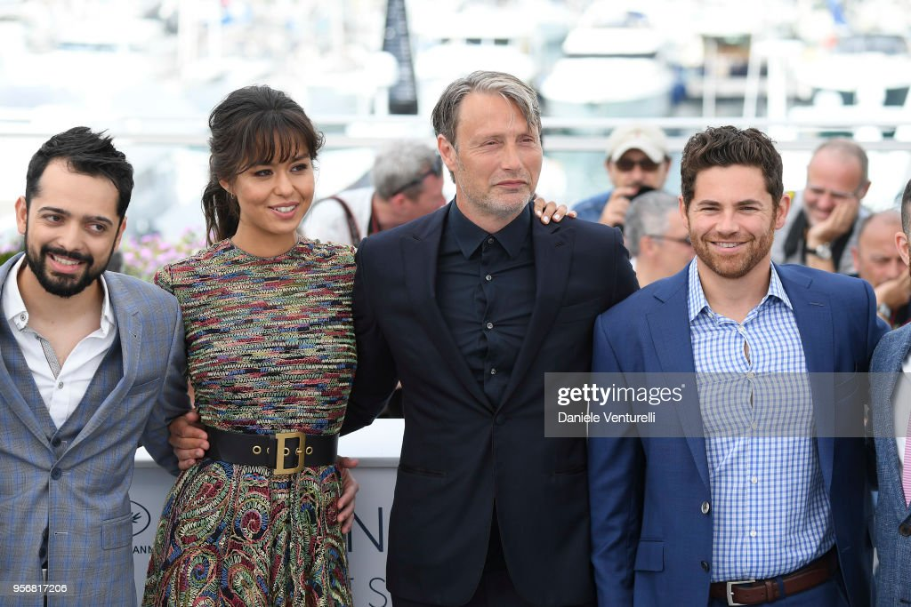"""Arctic"" Photocall - The 71st Annual Cannes Film Festival : News Photo"