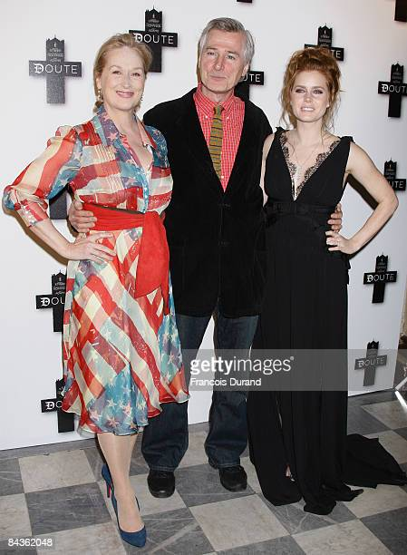 Director John Patrick Shanley poses with Actress Meryl Streep and Amy Adams at a photocall promoting the new film 'Doubt' on January 19 2009 in Paris...