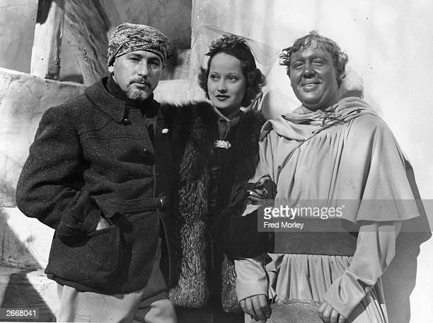 Director Joseph von Sternberg Merle Oberon and Charles Laughton at Denham Studios during the filming of 'I Claudius' produced by Alexander Korda