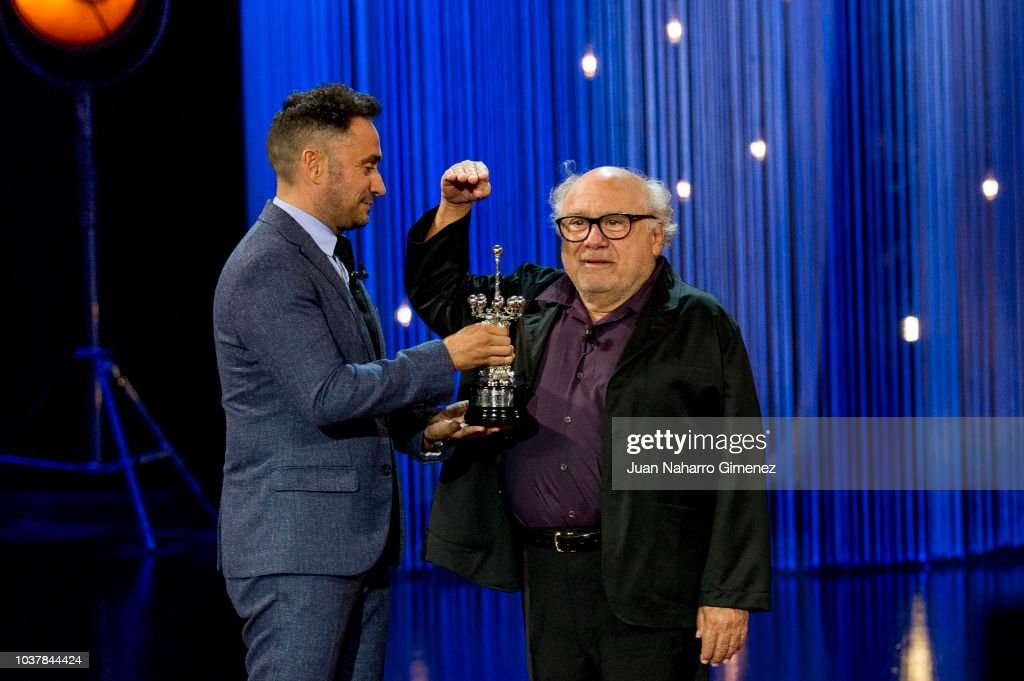 ¿Cuánto mide Juan Antonio J.A Bayona?  - Altura - Real height - Página 2 Director-juan-antonio-bayona-and-actor-danny-devito-attend-the-award-picture-id1037844424