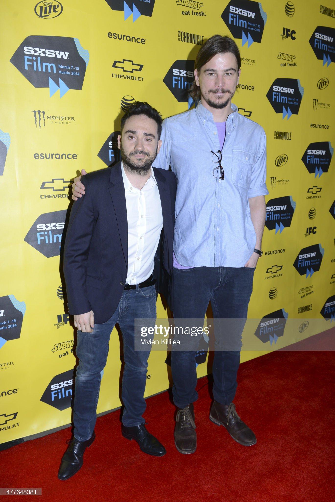 ¿Cuánto mide Juan Antonio J.A Bayona?  - Altura - Real height - Página 3 Director-juan-antonio-bayona-and-actor-josh-hartnett-attend-showtimes-picture-id477648381?s=2048x2048