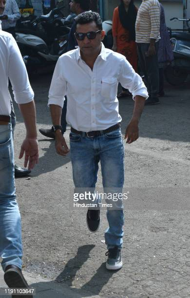Director Ken Ghosh during the funeral of Television actor Kushal Punjabi at Santa Cruz crematorium on December 28 2019 in Mumbai India Punjabi...