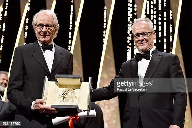 "Director Ken Loach poses with The Palme d'Or for the movie ""IDaniel Blake"" with the director of the festival Thierry Fremaux during the Closing..."