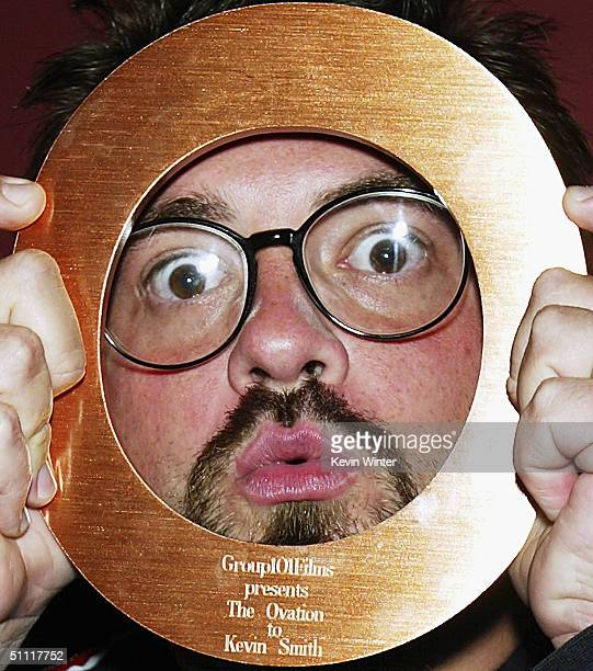 """Director Kevin Smith receives the Ovation Award at Group 101 Films' """"Cocktails and Summer Shorts"""" at the Egyptian Theatre, on July 26, 2004 in Los..."""