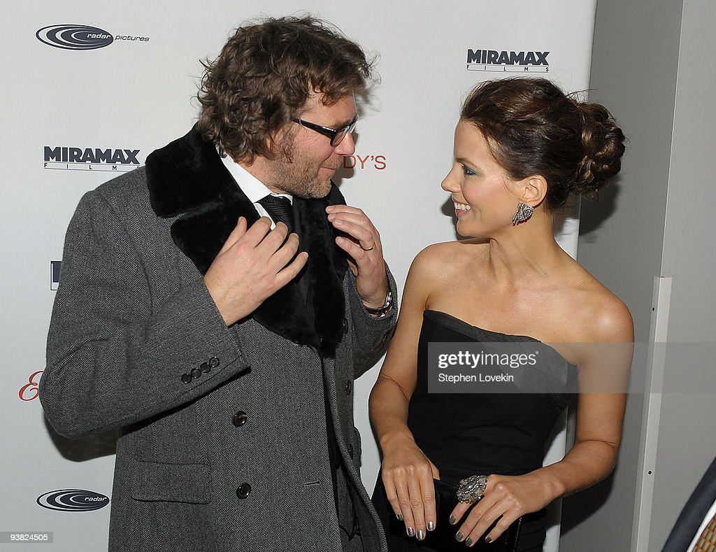 "Tribeca Film Institute Benefit Screening Of ""Everybody's Fine"" - Arrivals : News Photo"