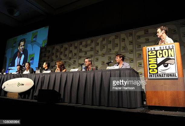 Director Len Wiseman writer/producer Peter M Lenkov actors Daniel Dae Kim and Grace Park producers Alex Kurtzman Roberto Orci and the moderator speak...