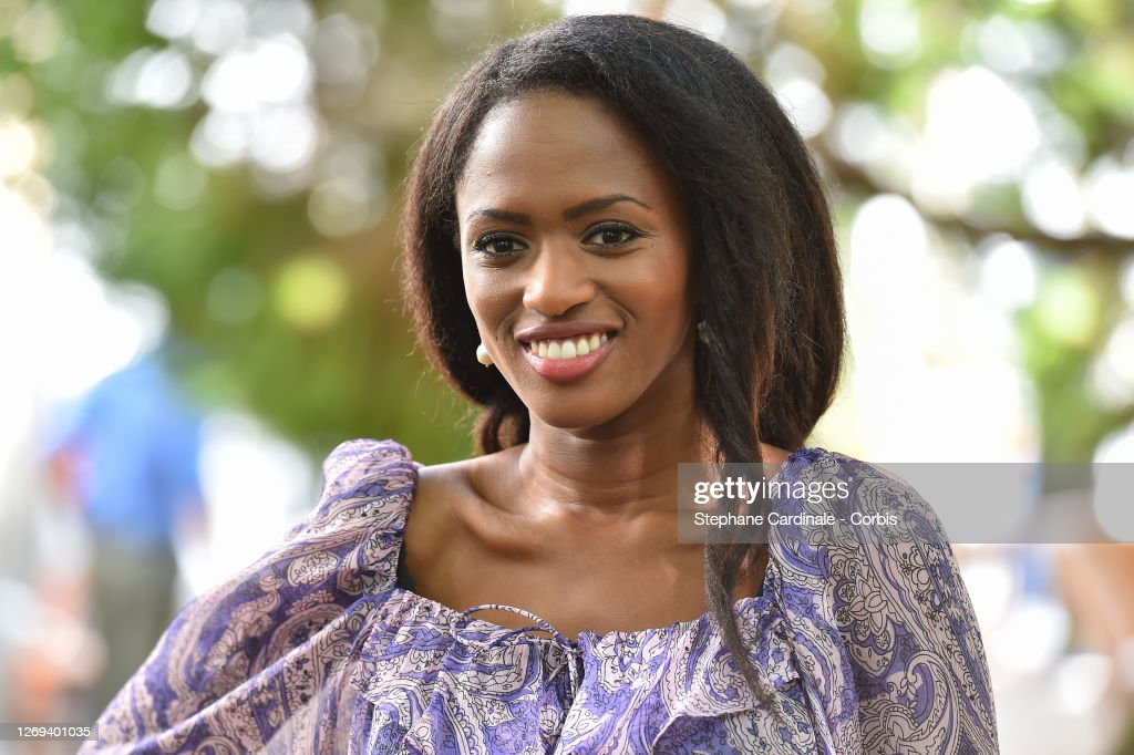 "Director Maimouna Doucoure attends the ""Mignonnes"" Photocall at 13th...  Nieuwsfoto's - Getty Images"
