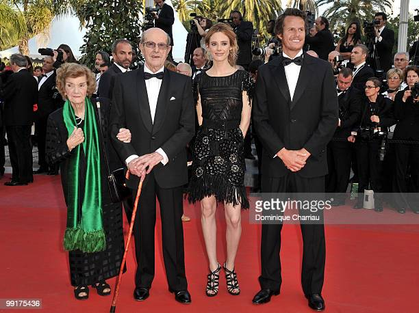 Director Manoel de Oliveira his wife Maria Isabel Carvalhais actress Pilar Lopez and actor Ricardo Trepa attend the Premiere of 'On Tour' at the...