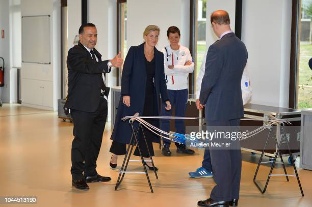 Director of INSEP Ghani Yallouz Sophie Countess Of Wessex and Prince Edward Earl Of Wessex try archery as they visit INSEP on October 2 2018 in Paris...