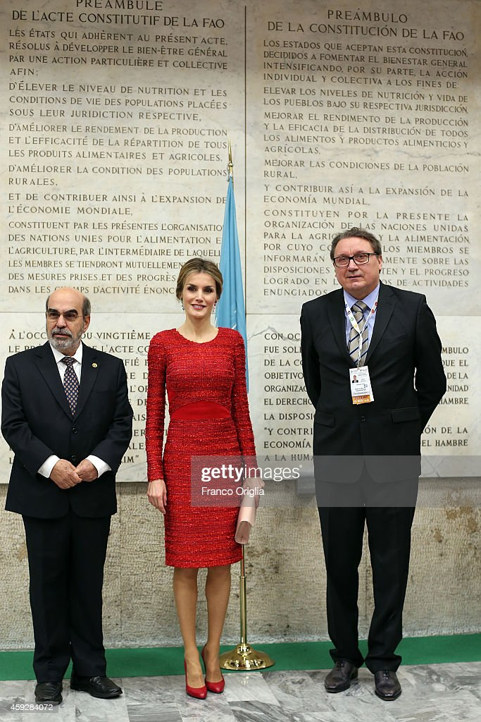 Director of the FAO Jose Da Silva (L) and Queen Letizia of Spain pose in front of the FAO Constitution before the Second International Conference on Nutrition on November 20, 2014 in Rome, Italy.