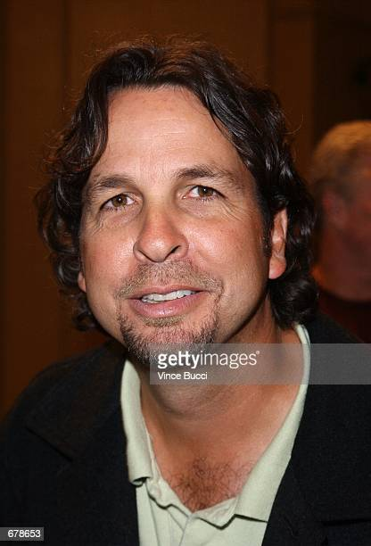 """Director Peter Farrelly attends the premiere of the film """"Shallow Hal"""" November 1, 2001 in Los Angeles, CA."""