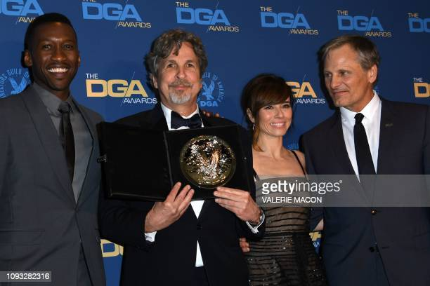 Director Peter Farrelly poses next to actors Mahershala Ali Linda Cardellini and Viggo Mortensen with the Nomination Medallion for Outstanding...