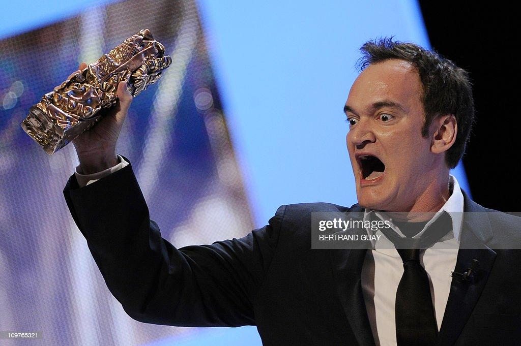 US director Quentin Tarantino raises his : Foto di attualità
