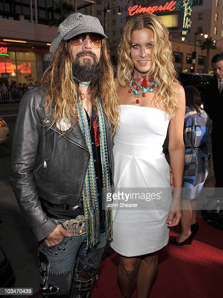 Director Rob Zombie and actress Sheri Moon Zombie arrive at the Halloween II Los Angeles Premiere at Grauman's Chinese Theatre on August 24 2009 in...