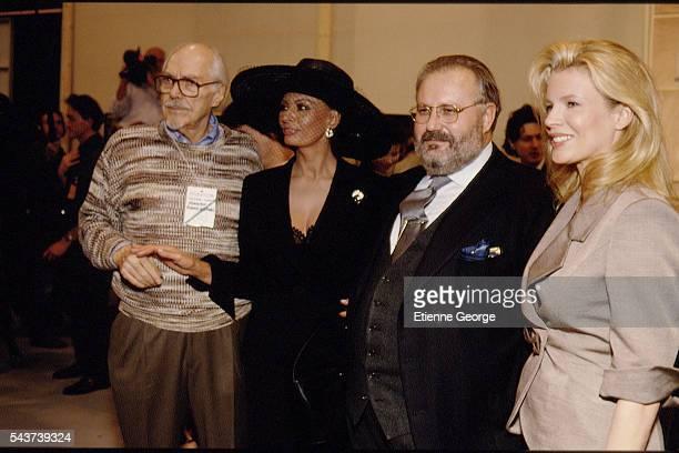 Director Robert Altman Italian actress Sophia Loren Italian fashion designer Gianfranco Ferre and Kim Basinger on the set of the film PrêtàPorter...