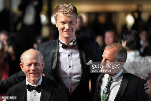 Director Ron Howard, Finnish actor Joonas Suotamo and US actor Woody Harrelson pose as they leave the Festival Palace on May 15, 2018 after the...