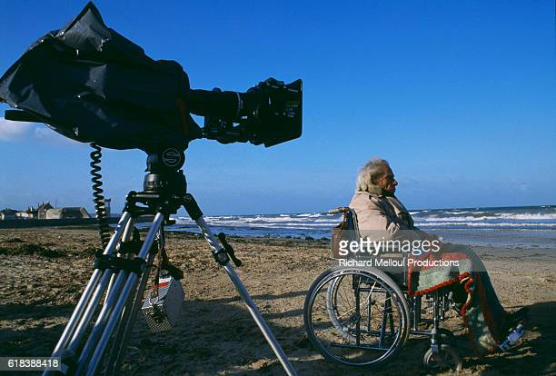Director Samuel Fuller on the set of the 1989 American movie Sons being filmed in Beuzeville The film is directed by Alexandre Rockwell and stars...
