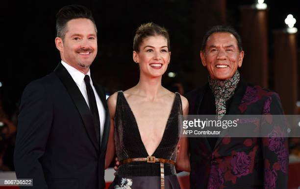 US director Scott Cooper British actress Rosamund Pike and US actor Wesley 'Wes' Studi arrive for the premiere of the film 'Hostiles' at the 12th...