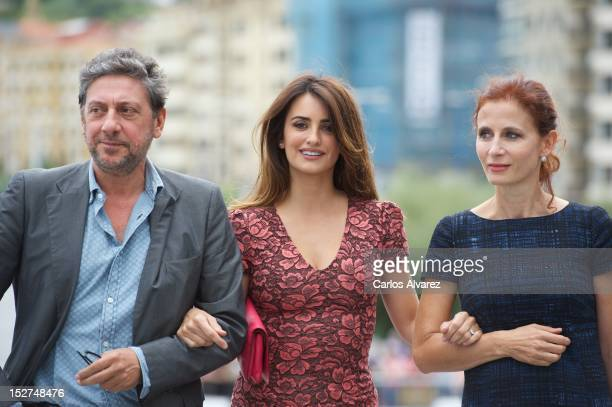 "Director Sergio Castellitto, Spanish actress Penelope Cruz and Margaret Mazzantini attend the ""Venuto al Mondo"" photocall at the Kursaal Palace..."