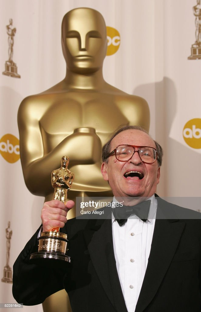 Director Sidney Lumet poses backstage with his Honorary Award during the 77th Annual Academy Awards on February 27, 2005 at the Kodak Theater in Hollywood, California.
