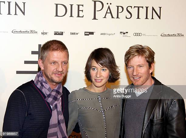 Director Soenke Wortmann actress Johanna Wokalek and actor David Wenham attend the photocall of 'Pope Joan' at Hotel Ritz Carlton on October 19 2009...