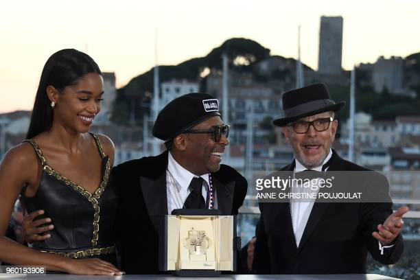 US director Spike Lee poses with his trophy on May 19 2018 next to US actress Laura Harrier and a guest during a photocall after he won the Grand...