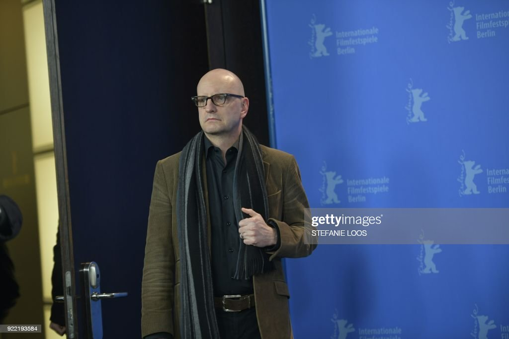 US director Steven Soderbergh poses during the photo call for the film 'Unsane' presented in competition during the 68th edition of the Berlinale film festival in Berlin on February 21, 2018. / AFP PHOTO / Stefanie LOOS