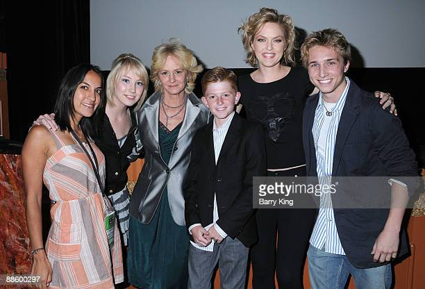 Director Suzi Yoonessi actress Savanah Wiltfong actress Melissa Leo actor Zane Huett actress Elaine Hendrix and actor Shayne Topp attend the 2009 Los...