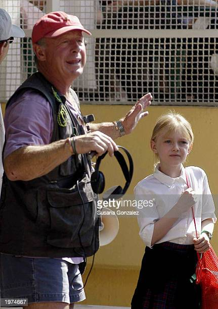 Director Tony Scott stands next to actress Dakota Fanning while filming a scene of Man On Fire at a sports club May 5 2003 in Mexico City Mexico